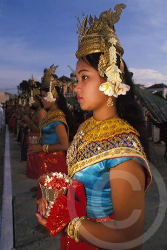 Photo of the Cambodian dancers during the withdrawal of the Vietnamese in 1989