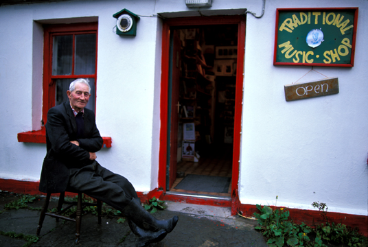 Photo of Tommy O'Brien in Doolin, Ireland